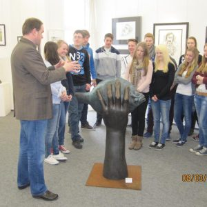 IMG 2348 800x600 300x300 - Schüler staunen in der Günter Grass Ausstellung