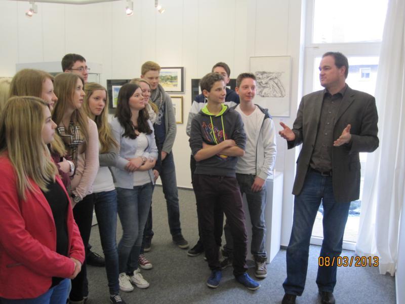 IMG 2352 800x600 - Schüler staunen in der Günter Grass Ausstellung