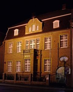 MAM Nachtaufnahme Fotow 02 544x681 239x300 - Schüler staunen in der Günter Grass Ausstellung