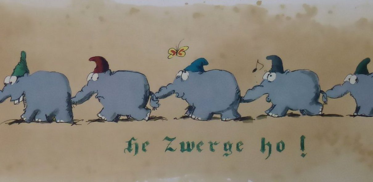 Marching Dwarfs 1210x593 - Kunst in Bocholt - WDR zu Besuch bei Otto im Kunsthandel Koenen ART NETWORK