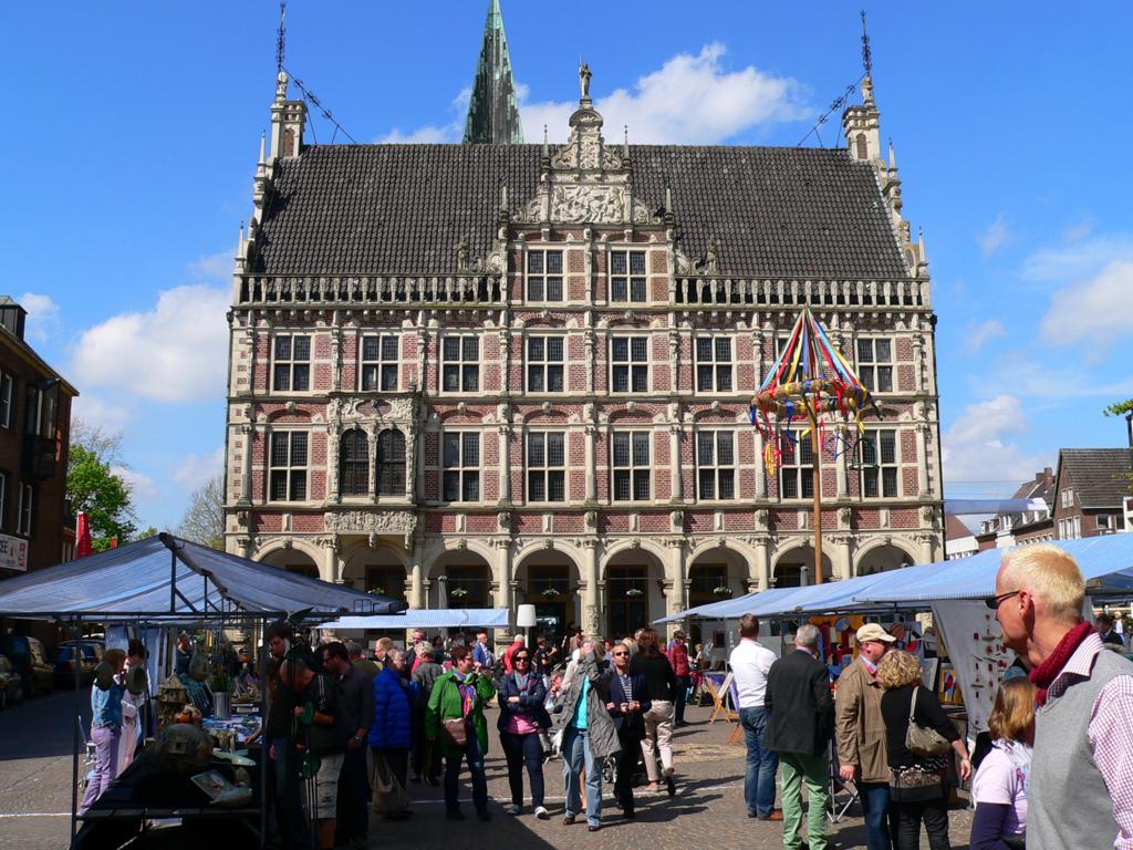 P1160792 1024x768 - Kunst - Geschichte Bocholt : Historisches Rathaus & Europabrunnen