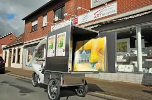 Unbenannte Anlage 01043 Copy 300x199 - Kunst tut gut - Kunsthandel Koenen fährt  E-Cargo-Bike